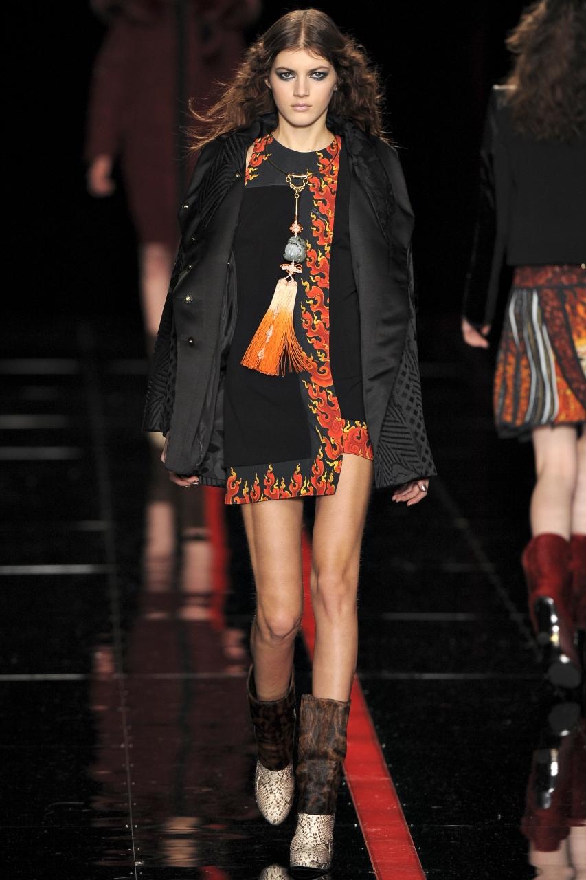 Весенняя модель пальто на синтепоне от Just Cavalli