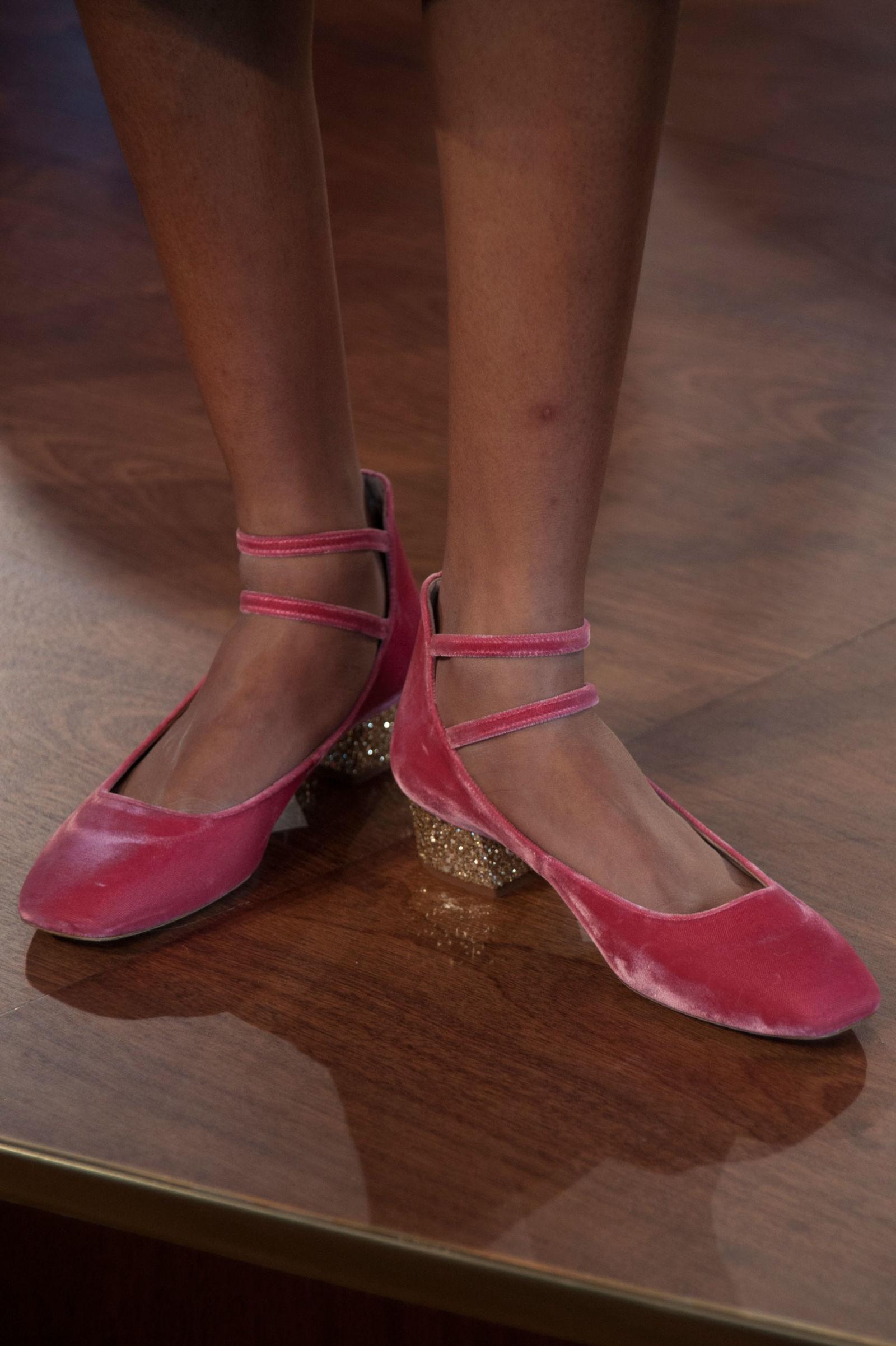 Розовые туфли Kate Spade на неделе моды осень-зима 2016-2017 в Нью-Йорке