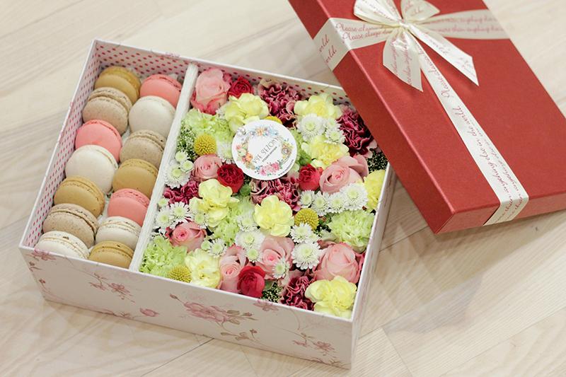 Сладкий подарок для любимых с пирожными Макаронсами