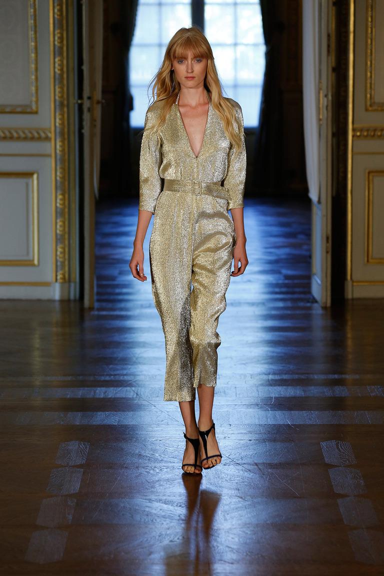 Комбинезон из модной блестящей ткани от Martin Grant