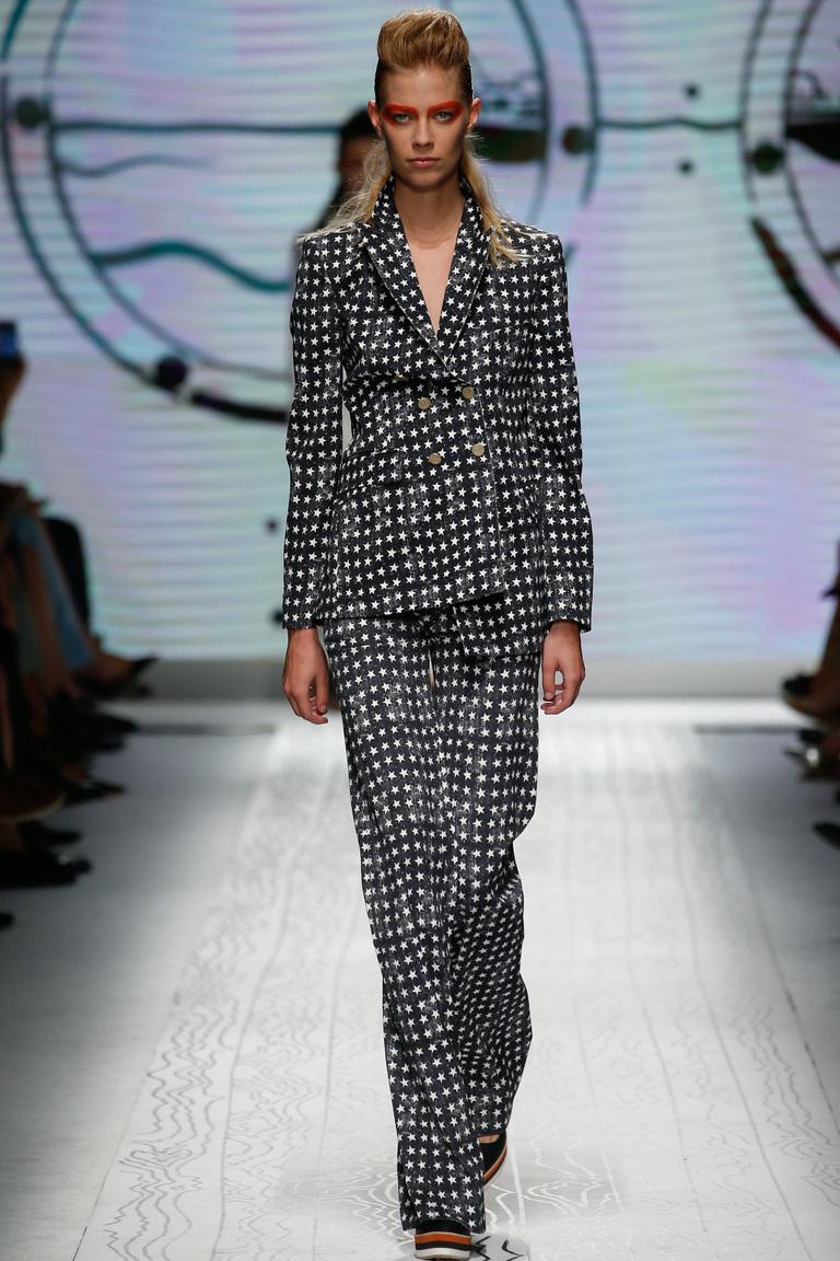 Модная модель брюк весна-лето 2016 с звездным рисунком – фото новинка в коллекции Max Mara