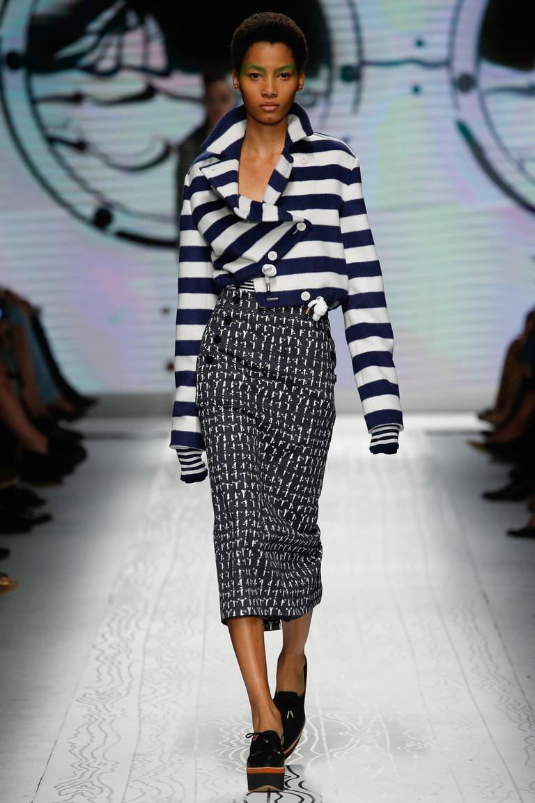 Геометрический узор и прямой фасон юбки – прекрасное сочетание для весны и лета 2016. Фото новинки в коллекции Max Mara