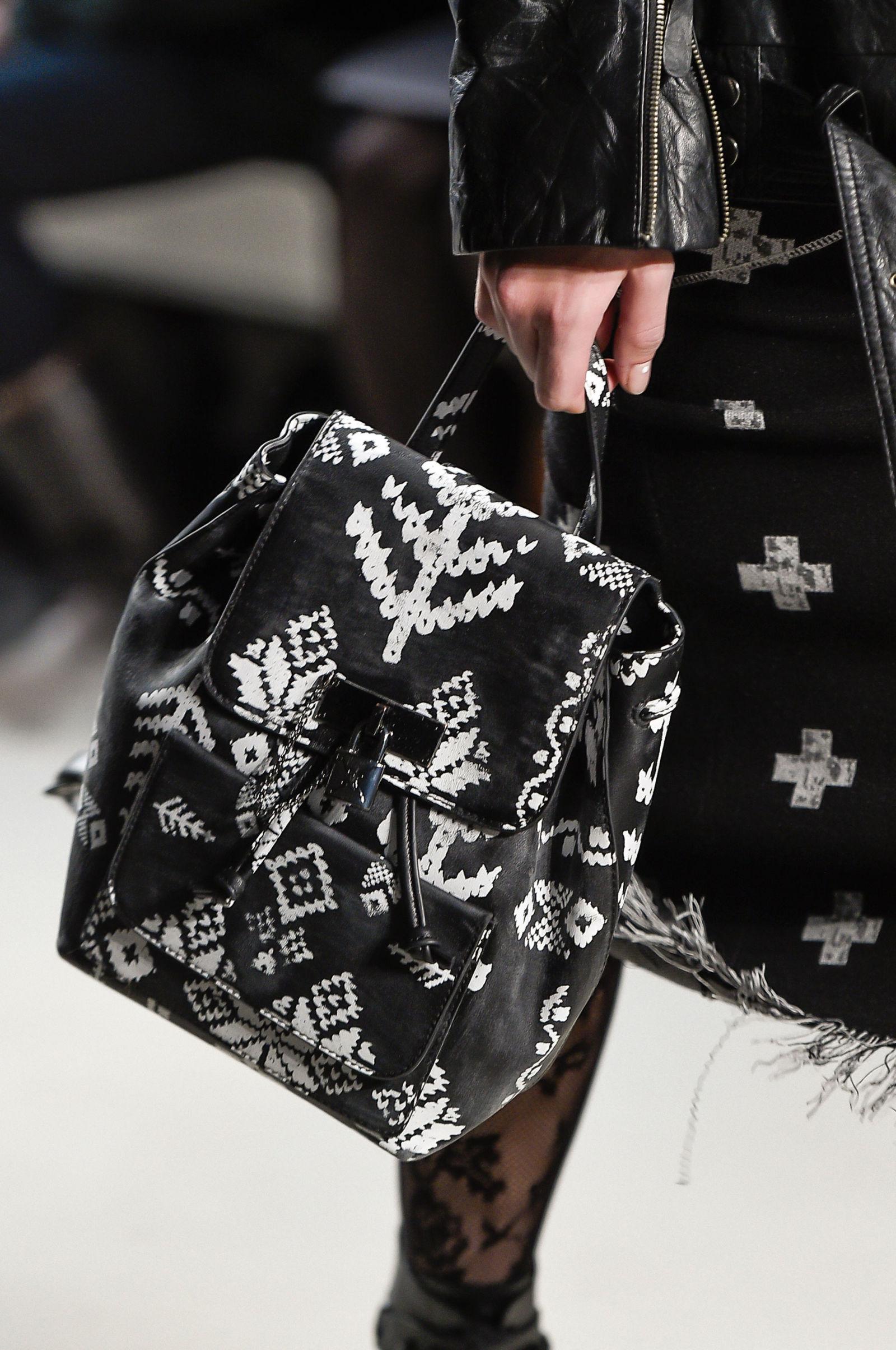 Красивая сумочка от Nicole Miller