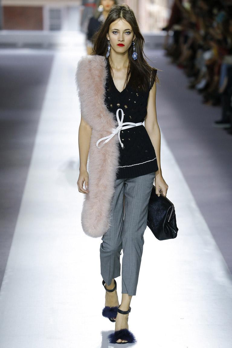 Брюки классика – модная модель весны и лета 2016 – фото новинка в коллекции TOPSHOP UNIQUE