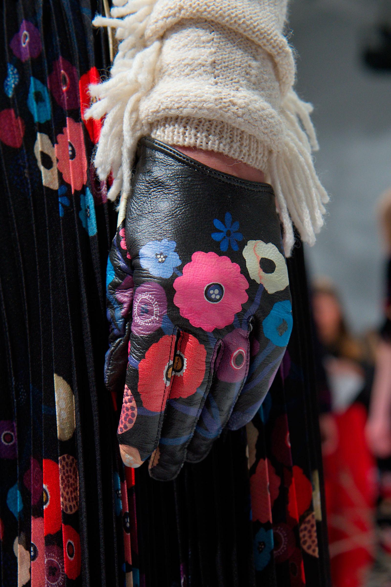 Перчатки с цветочками от Tanya TaylorTanya Taylor
