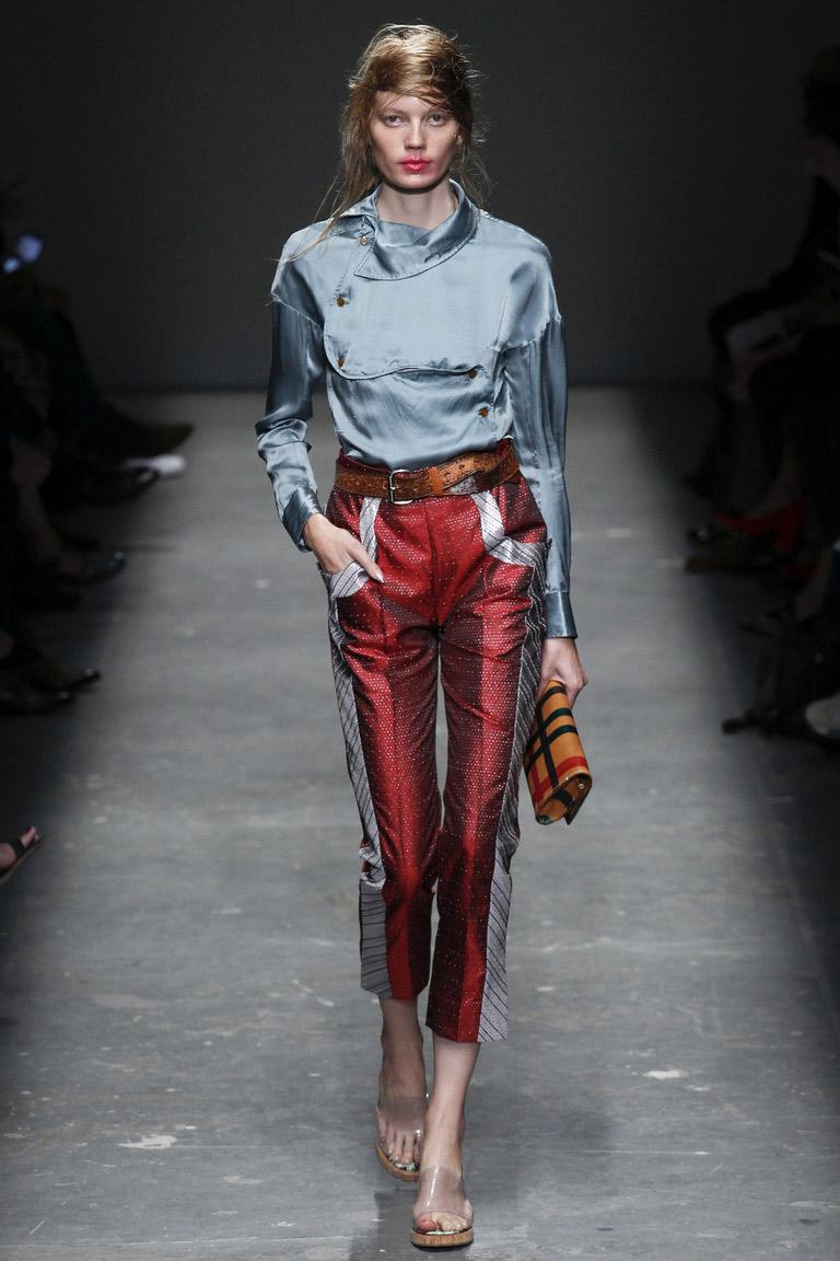 Блестящие двухцветные модные брюки весна-лето 2016 – фото новинка в коллекции Vivienne Westwood