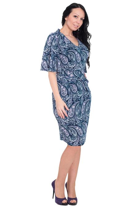 Удачные модели платьев больших размеров с декольте