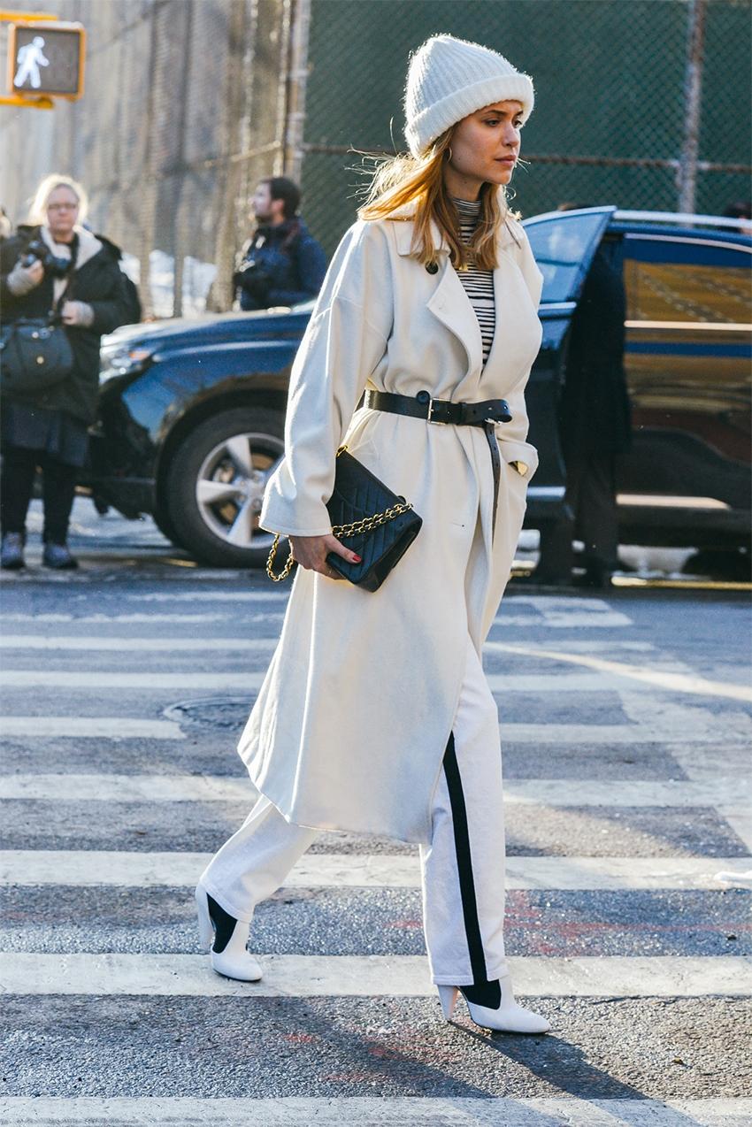 Длинное пальто с шапкой бини – фото новинки и тренды сезона