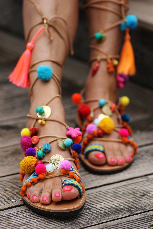 Разноцветные босоножки в бохо стиле