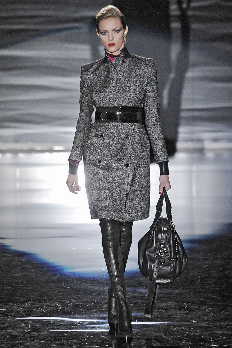 Классическое серое приталенное зимнее драповое пальто - фото новинки и тренды сезона