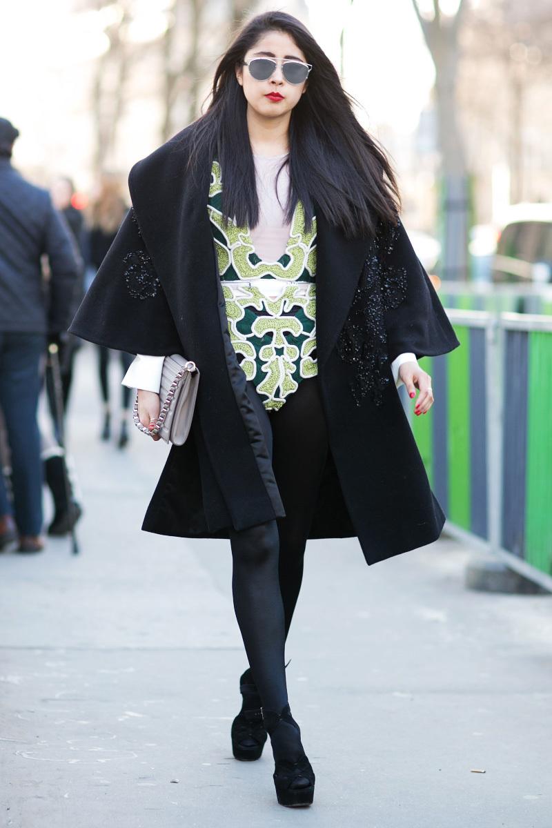 Еще одна модная модель драпового пальто с широкими рукавами
