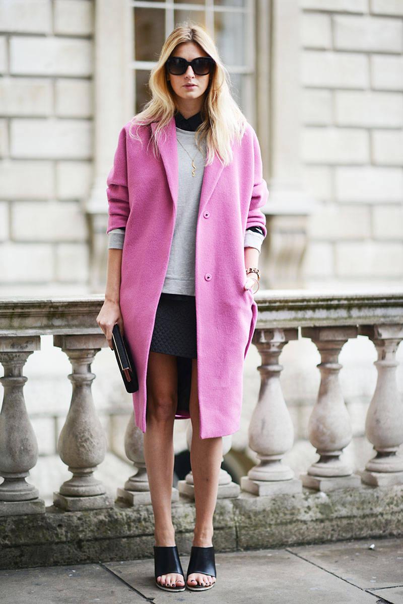 Розовое модное драповое пальто оверсайз – фото новинки и тренды сезона