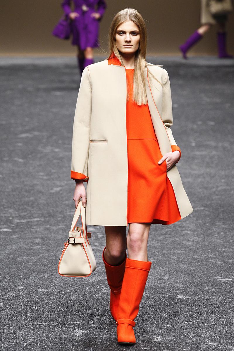 Яркое модное драповое пальто с оригинальной отделкой - фото новинки и тренды сезона
