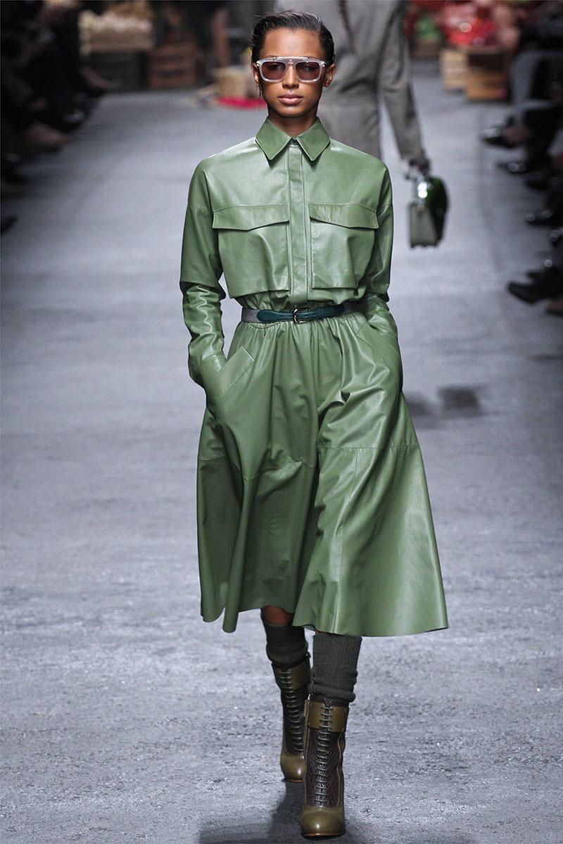 Модное кожаное пальто в стиле милитари - фото новинки и тренды сезона