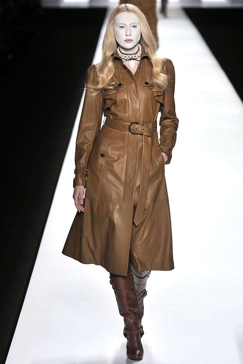 Выбирая кожаное пальто, обращайте внимание на оригинальные цвета, например, коричневый или бежевый