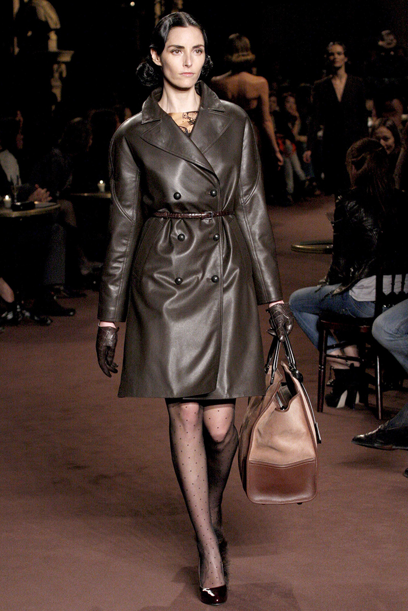 Красивый оттенок модного кожаного плато - фото новинки и тренды сезона