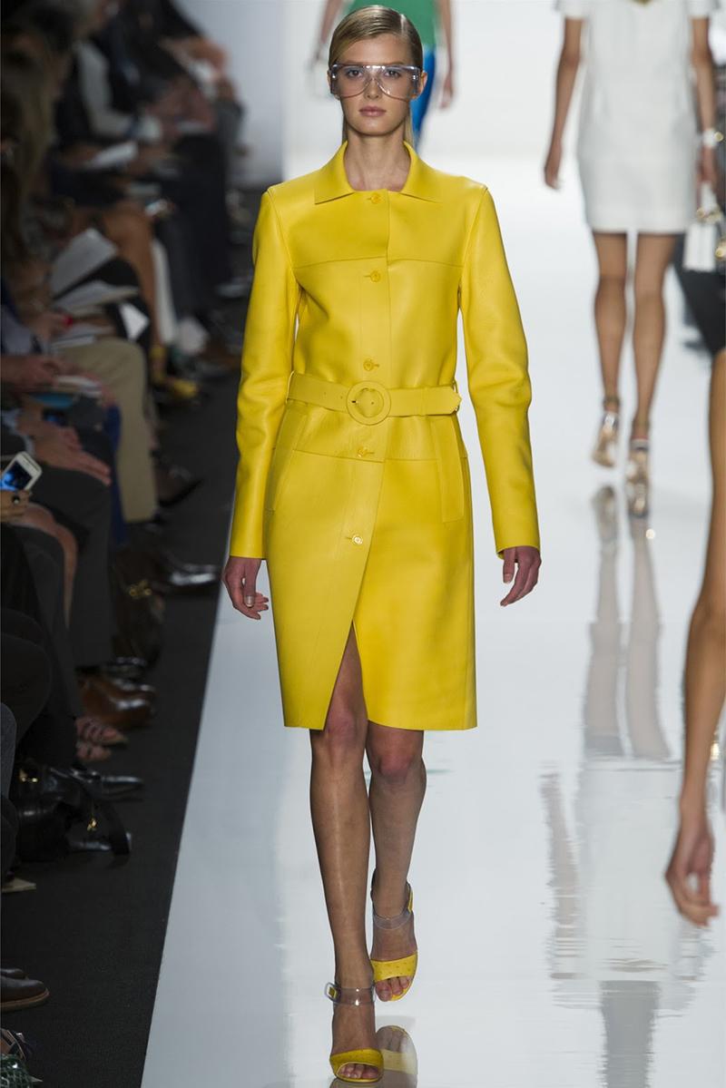 Экстравагантное желтое кожаное пальто - фото новинки и тренды сезона