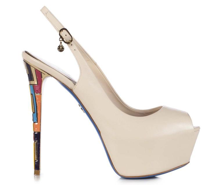 Модный дом Loriblu, как всегда, удивляет своих поклонниц интересными моделями туфель