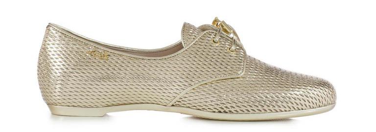 Неотступный тренд коллекции Loriblu – золотой цвет, в котором представлены даже туфли оксфорды