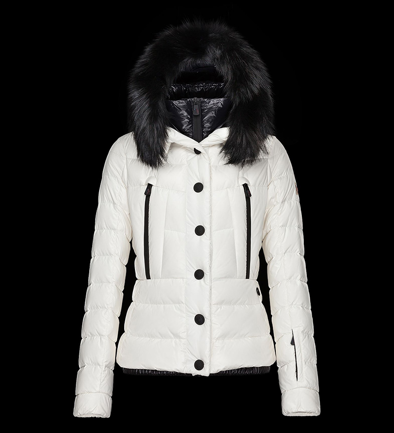 Белая зимняя куртка от бренда Moncler – фото новинки и тренды сезона