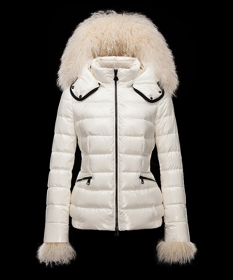Меховая отделка делает шикарными куртки Монклер – это потрясающая одежда
