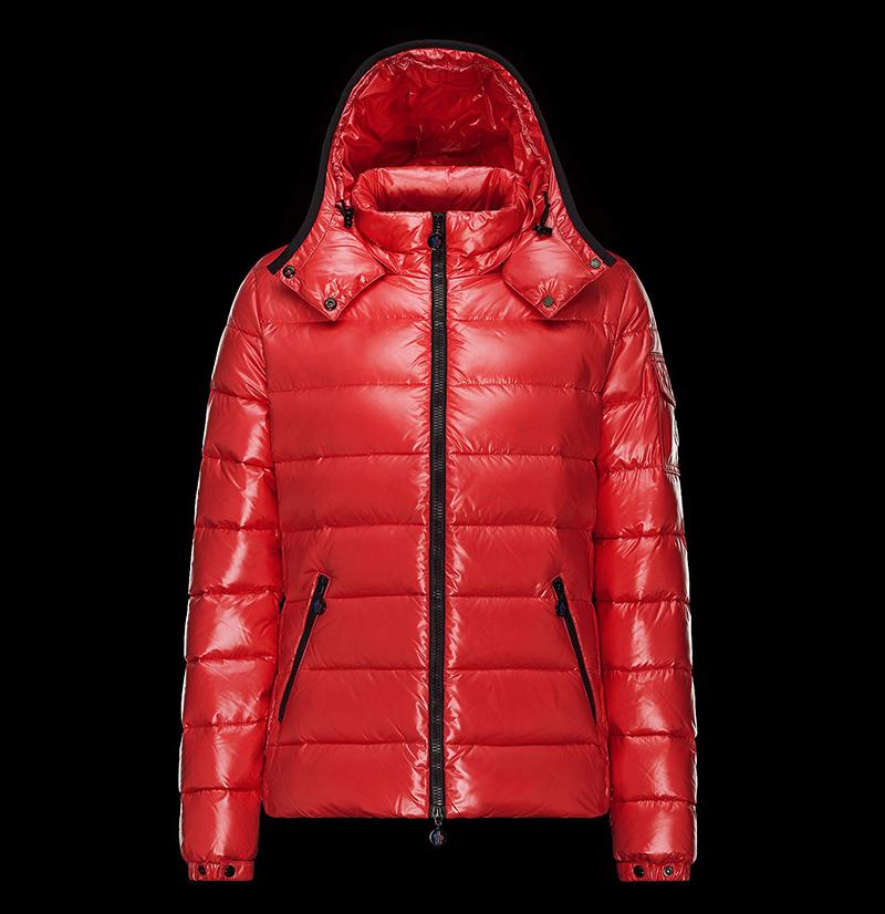 Красный модный пуховик Монклер – фото новинки и тренды сезона