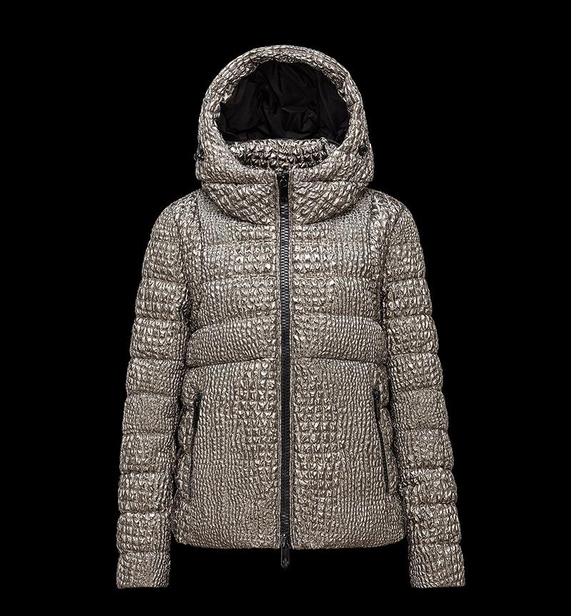 Фото новинки: модная женская куртка из новой коллекции Moncler