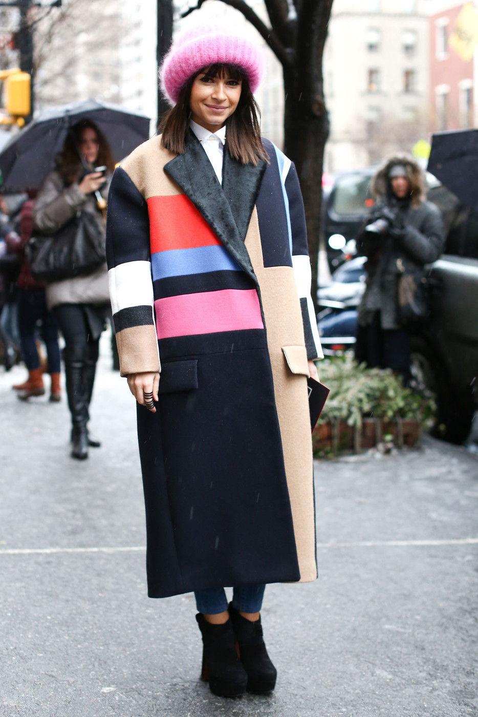 Показы уличной моды – длинное пальто оверсайз
