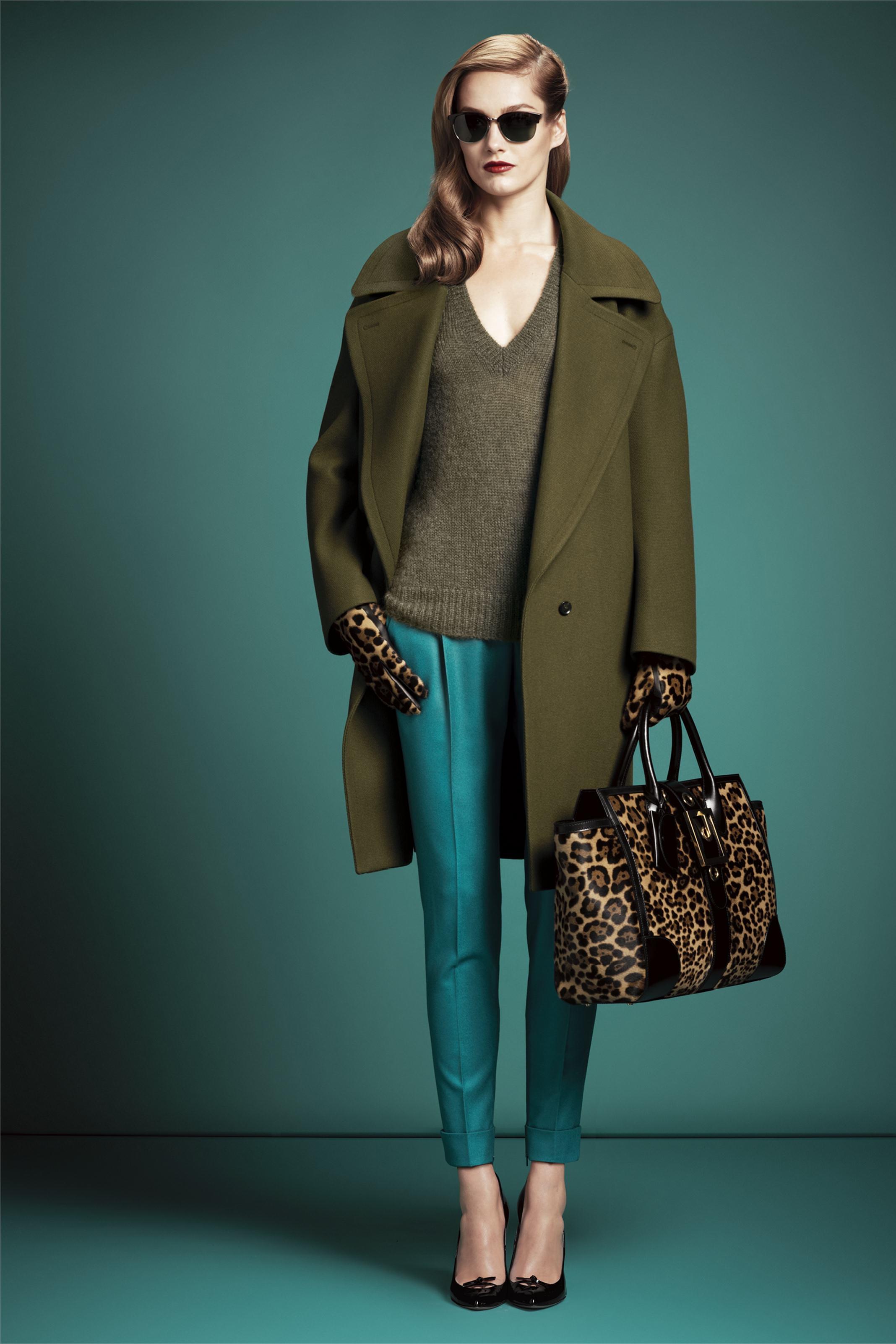 Женственный образ с широким пальто оверсайз - фото новинки и тренды сезона