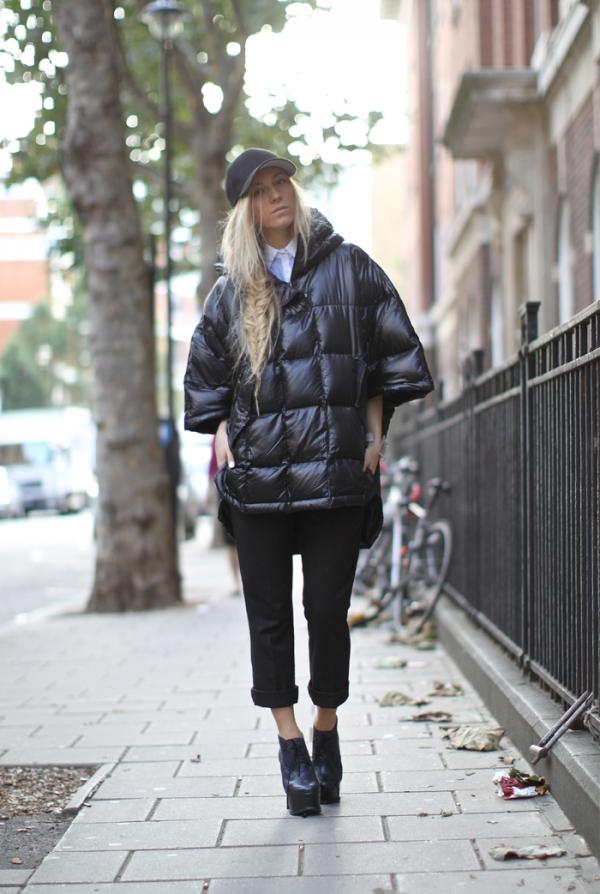 А вот и модель противоположного стиля. Пальто на синтепоне свободного и широкого кроя.