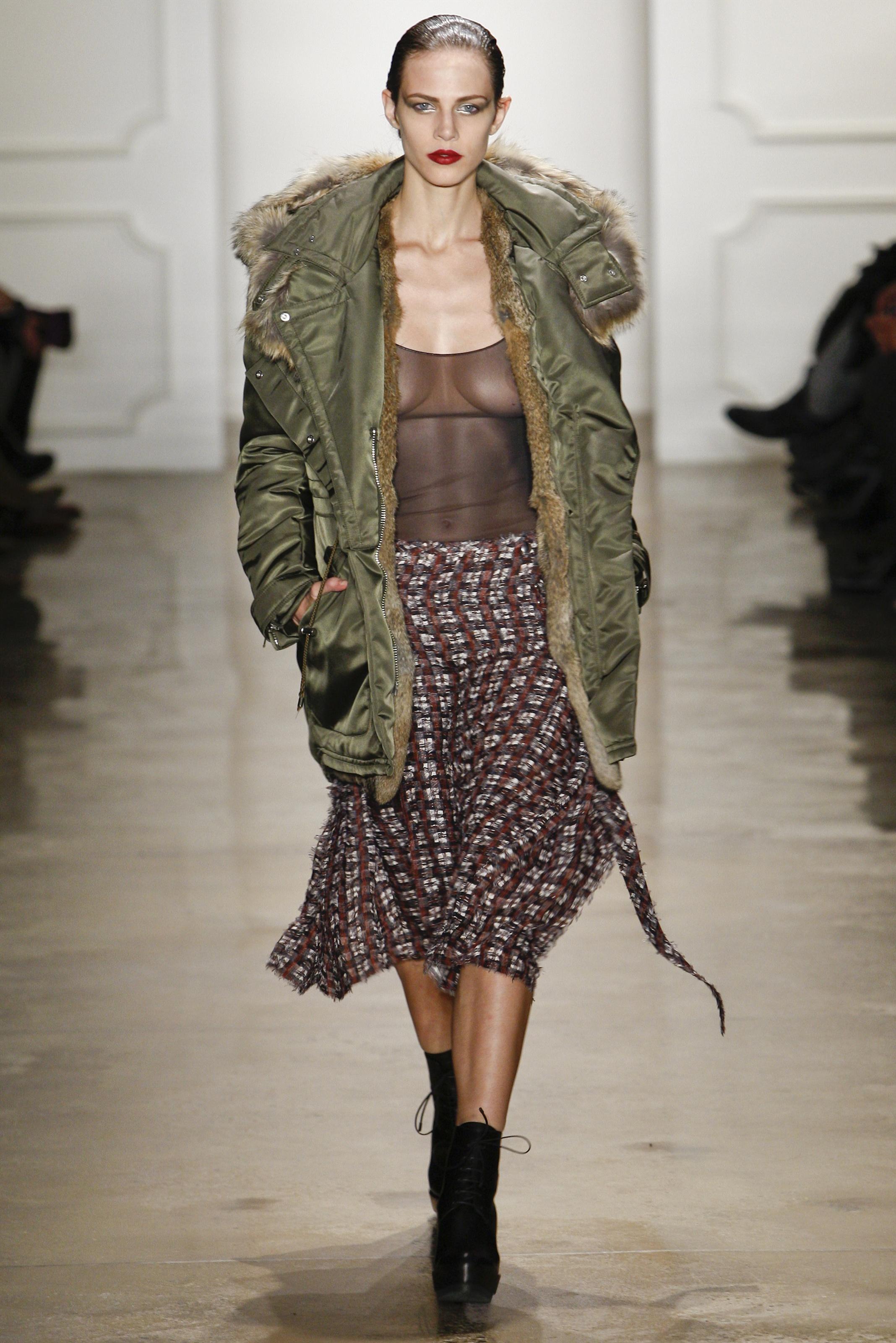 Модель пальто на синтепоне в стиле милитари – фото новинки и тренды сезона