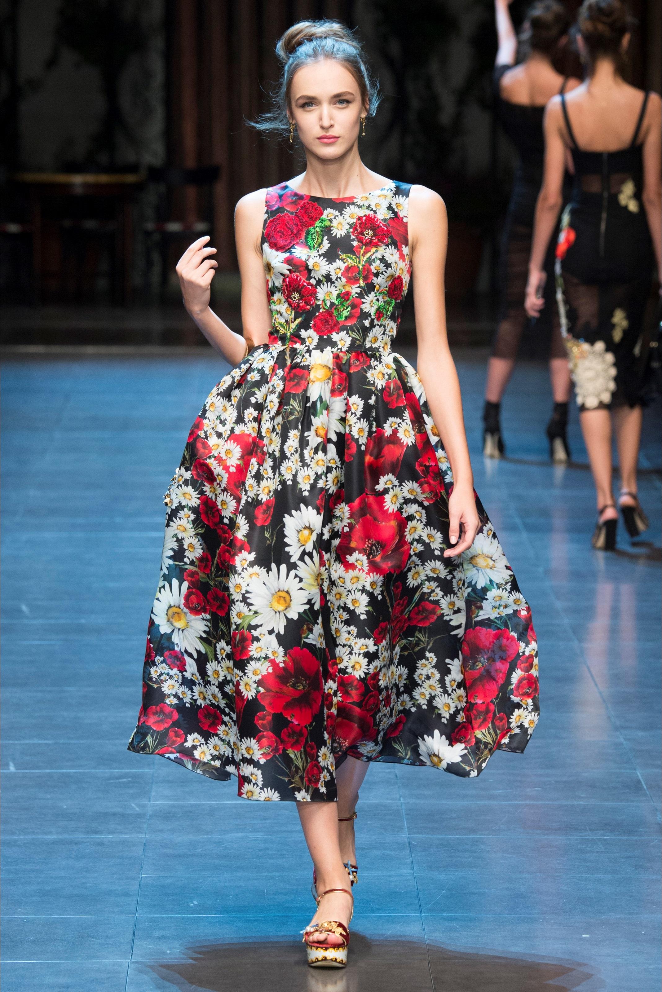 Роскошное платье с цветочным узором в ретро стиле – коллекция Dolce&Gabbana