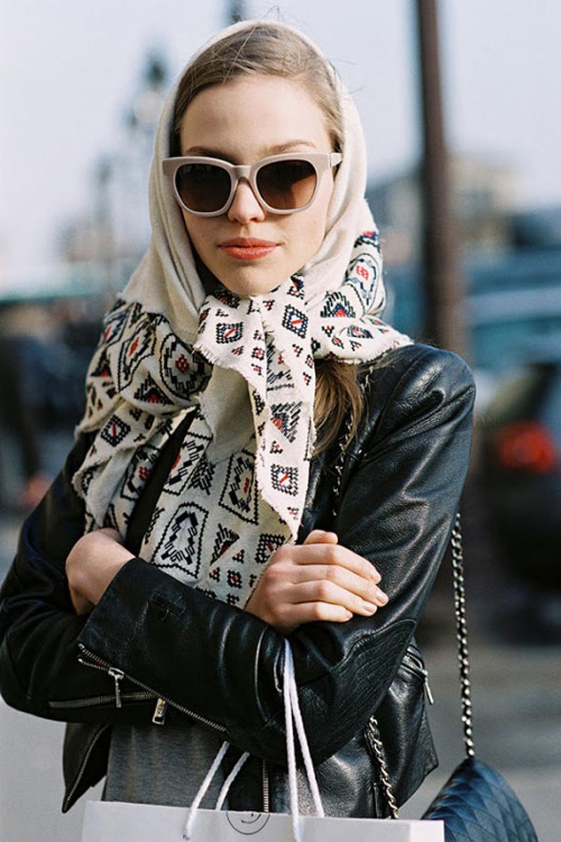 Носите платки не только на шее, но и на голове – это тоже модно
