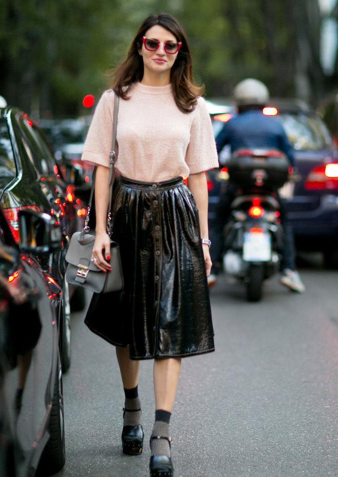 А как Вам вариант длинной кожаной лакированной юбки в сезоне весна-лето 2016? Вы уже привыкли к новому тренду?