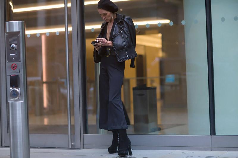 Широкая расклешенная модель брюк заполонила весь подиум в сезоне весна-лето 2016 варианты сочетания ulichnay-moda-Milan-vesna-2016