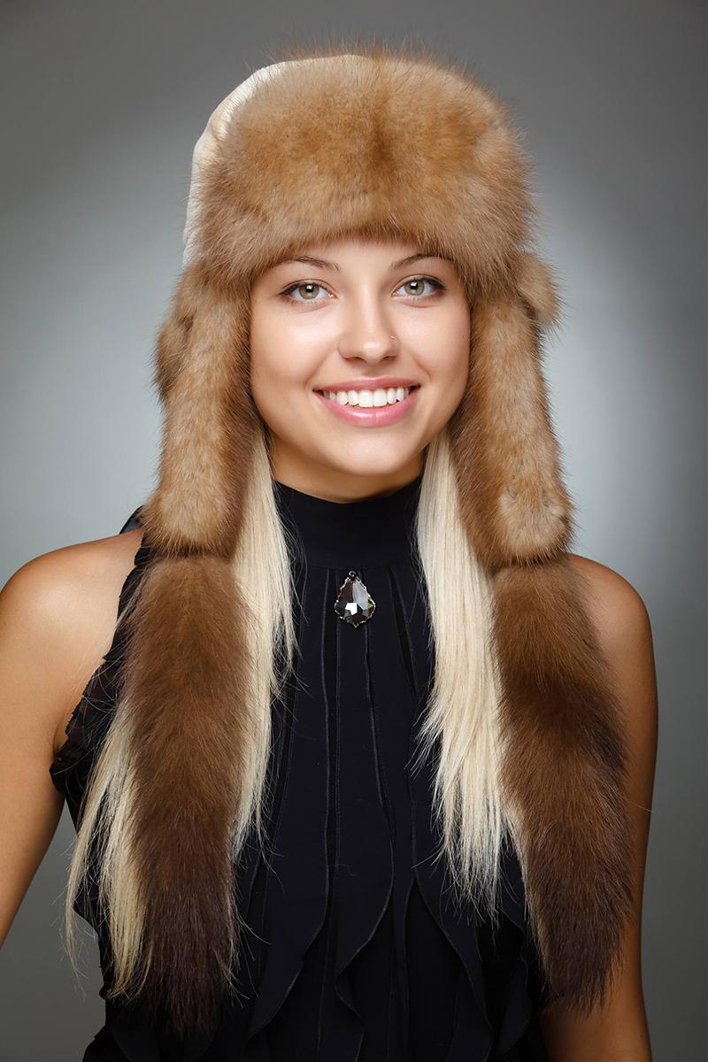 Потрясающее украшение любой зимы – модная шапка ушанка. Правда, не всем она подходит, а кому подходит – смотрите в нашей статье.