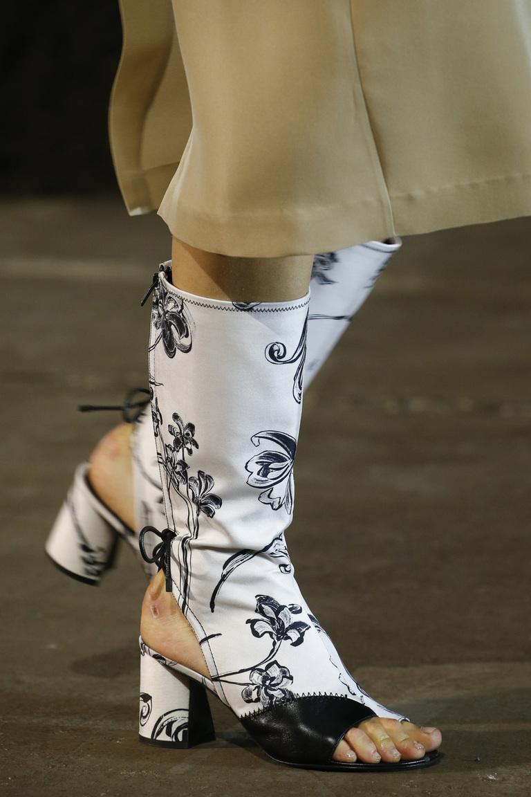 Сапоги с открытой носочной или пяточной частью из коллекции 3.1 Phillip Lim