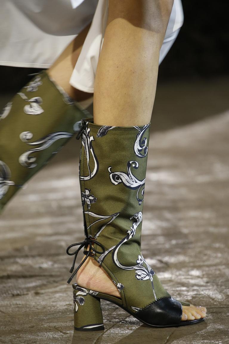 Новинка этого сезона 2016– обувь – сапоги, с открытым носом из коллекции 3.1 Phillip Lim