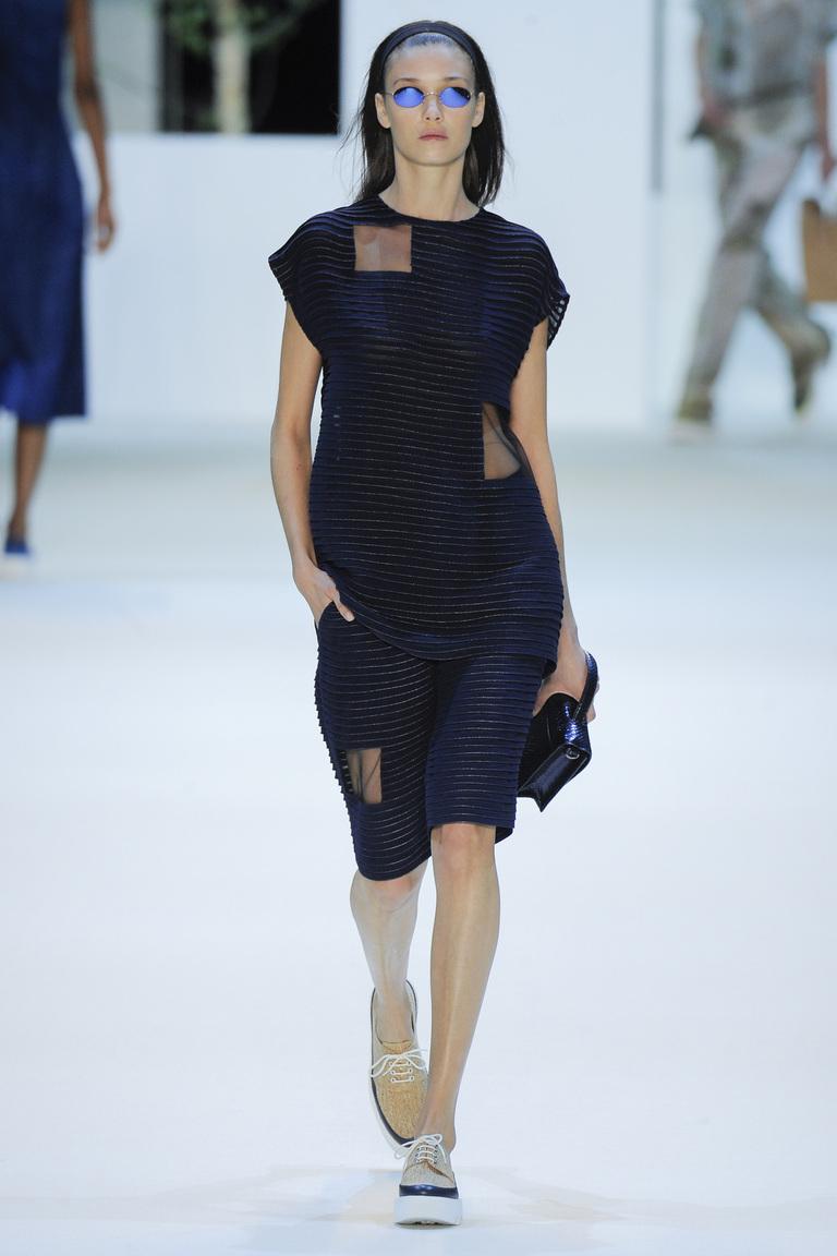 Мода весны 2016 платье свободного кроя из коллекции Akris.