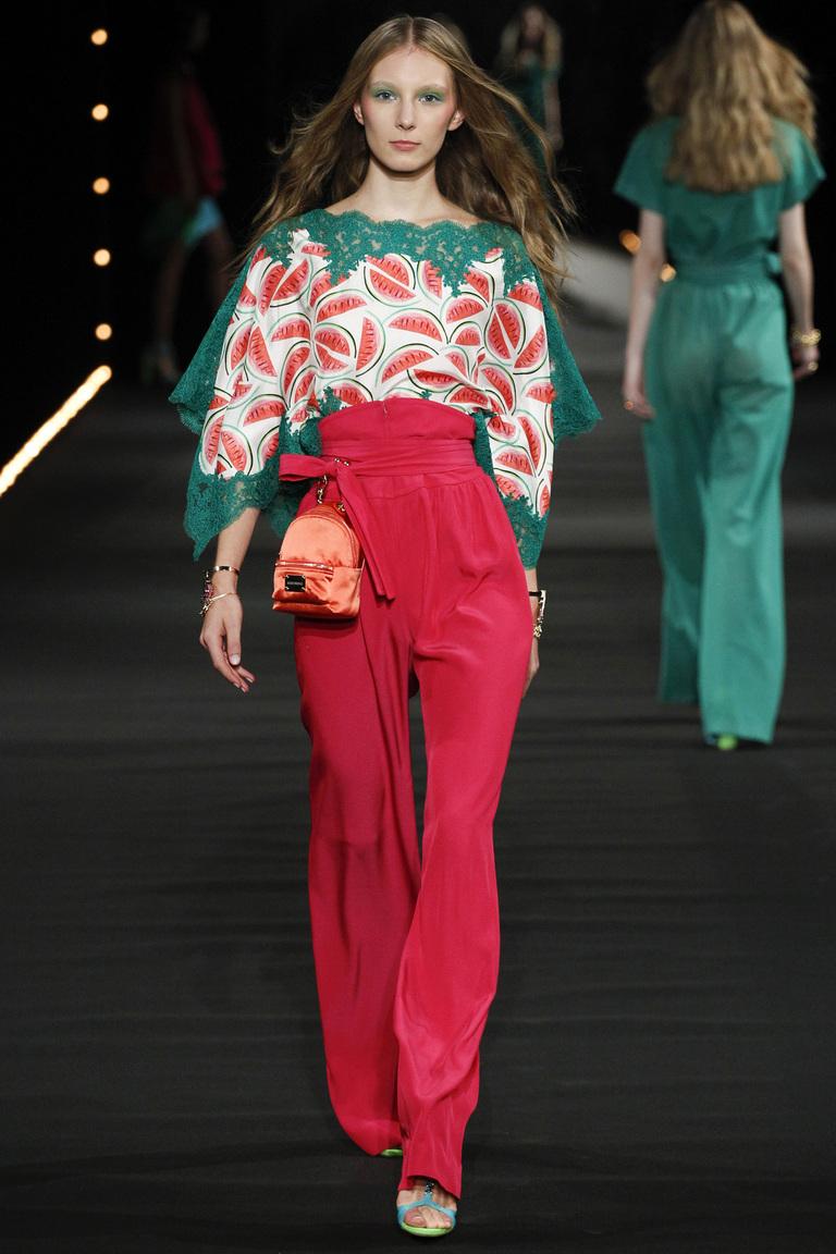 Тенденции весны 2016 предлагают модницам кружево изколлекции Alexis Mabille.