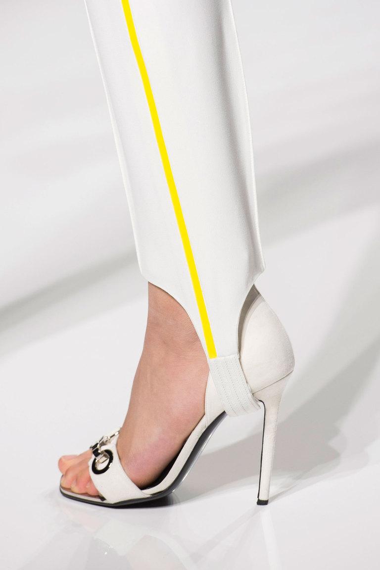 Модные босоножки весна 2016 на каблуке внежной коллекции Atelier-Versace