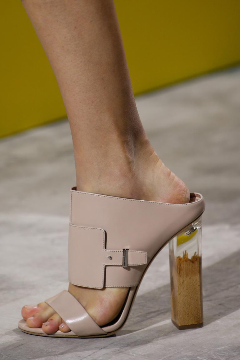 Весна 2016-туфли без задника от BOSS Hugo Boss.