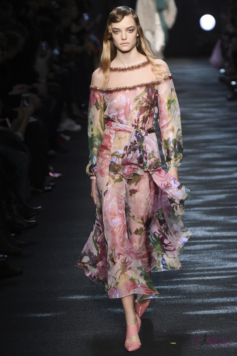 Показ новой коллекции Blumarine осень-зима 2016-2017 на Неделе моды в Милане