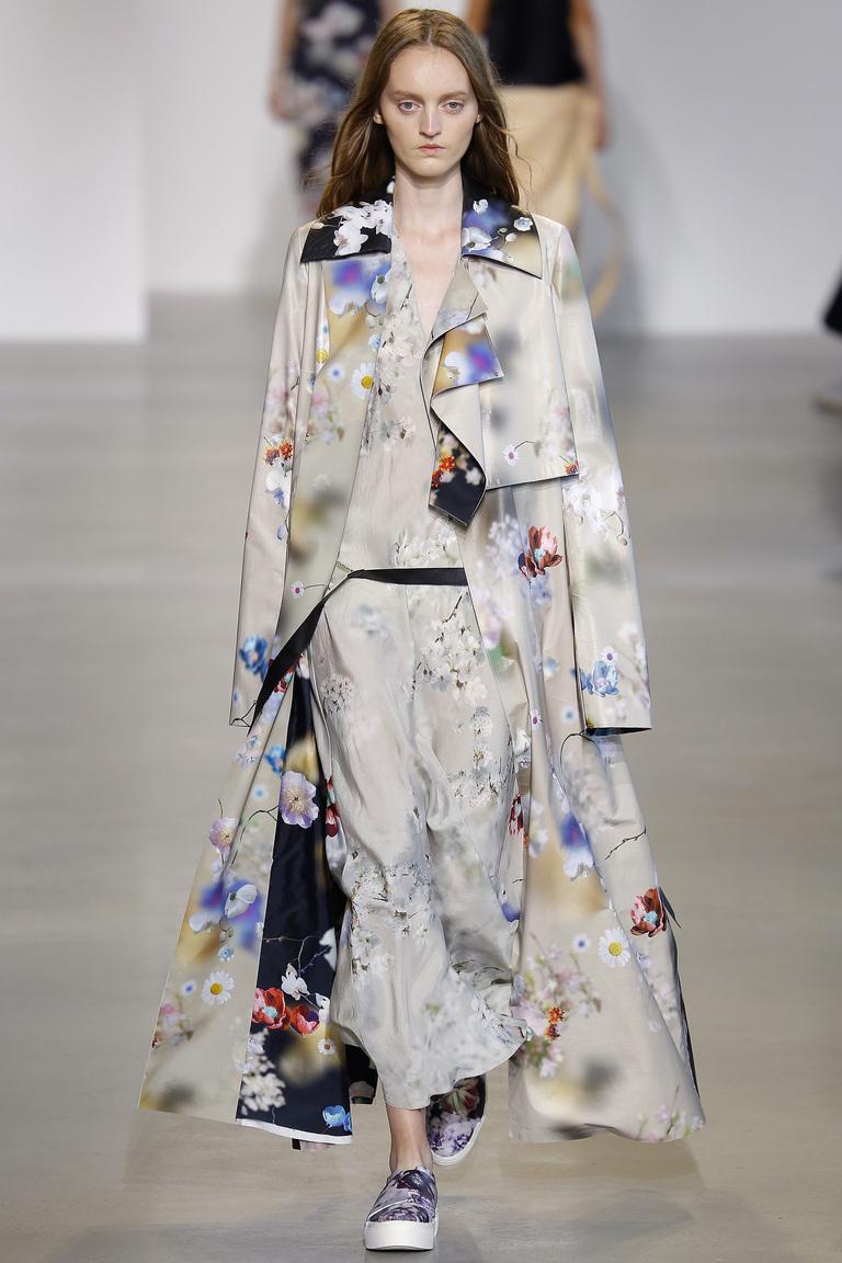 Мода весны 2016-элегантный плащ из коллекции Calvin Klein.