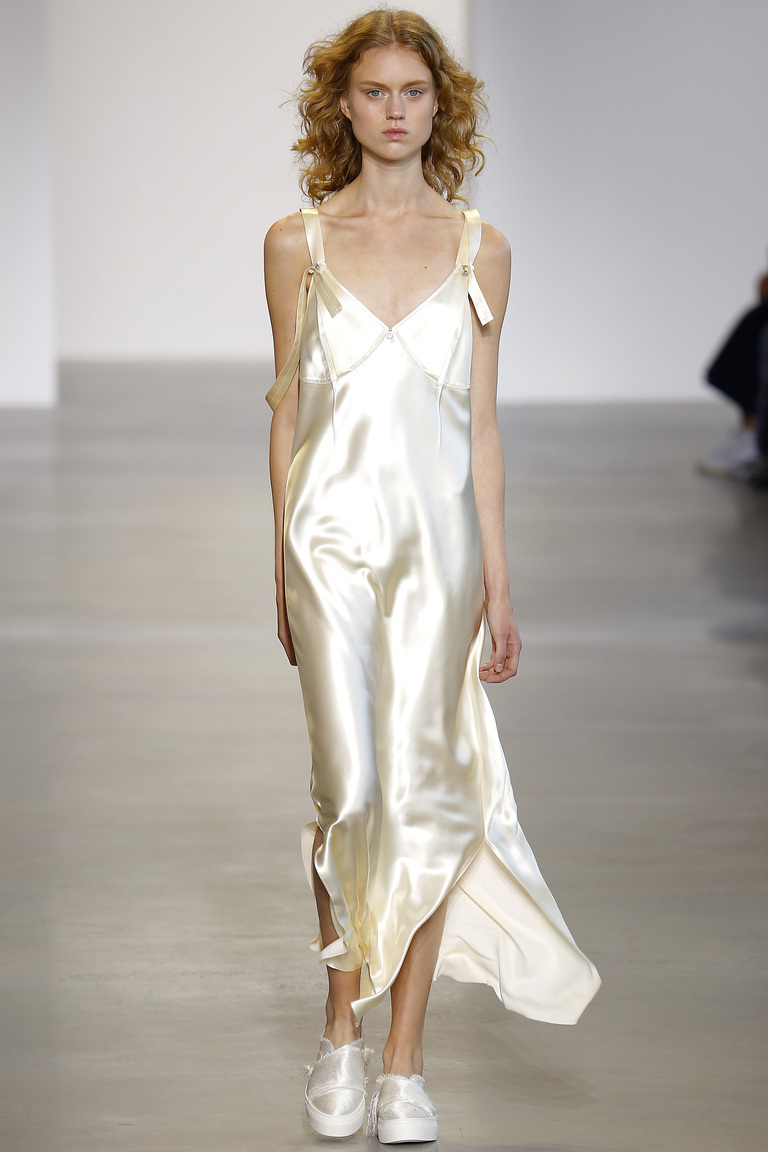 Мода весна 2016 платья-комбинации из коллекции Calvin Klein.