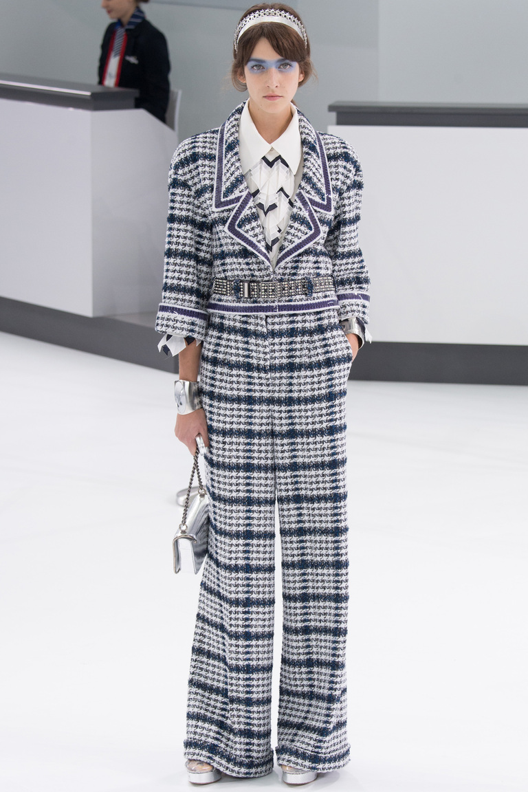 Мода весна костюмы, выполненные в пижамном стиле изколлекции Chanel.