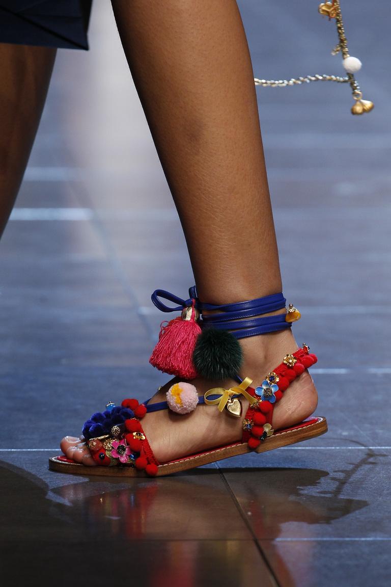 Модные босоножки сезона весна 2016 без каблука из коллекции Dolce-Gabbana.