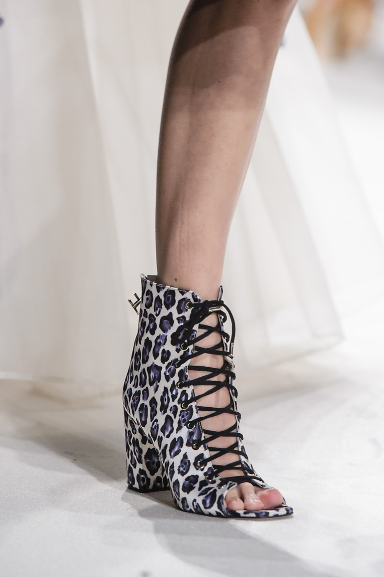 Весна 2016-шнурованные туфли на удобном каблуке из коллкции Elisabetta Franchi