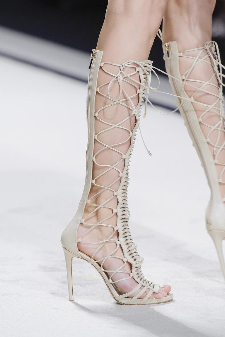 Весна 2016-шнурованные босоножки натонком высоком каблуке из коллкции Elisabetta Franchi