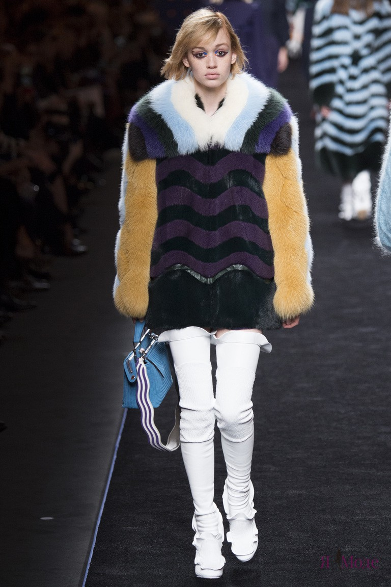 Показ новой коллекции Fendi осень-зима 2016-2017 на неделе моды в Милане
